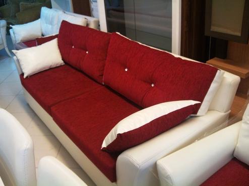 Temiz kırmızı beyaz koltuk takımı 170 lira