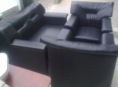 Temiz siyah deri koltuk oturma takımı (280 lira)